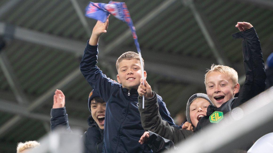 Engaland-billetter til alle barn som spiller fotball!