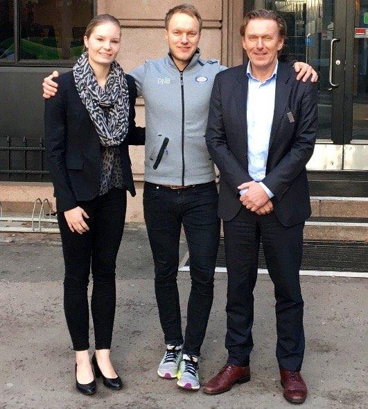 Fra venstre: Michaela Blomqvist (Resepsjonssjef, Scandic Holberg), Vegard Aaserud (Vålerenga Fotball) og Nils Kallåk (Hotelldirektør, Scandic Holberg)