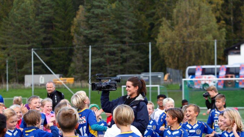VIFTV er tilstede på samtlige klubbesøk og skal i 2018 sende direkte fra alle Engaland-eventer (Foto: VIF Media)
