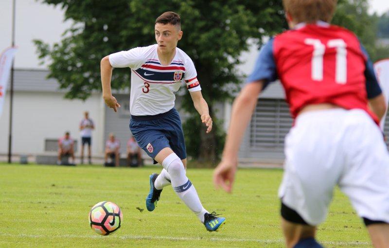 Miran Kuci debuterte for Kosovo. Her fra en landskamp med Norges G15-lag (Foto: NFF)