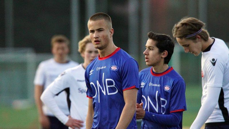 Marcus Victorio scora Vålerengas mål i kampen mot Lillestrøm (Foto: Kenneth Myhre)
