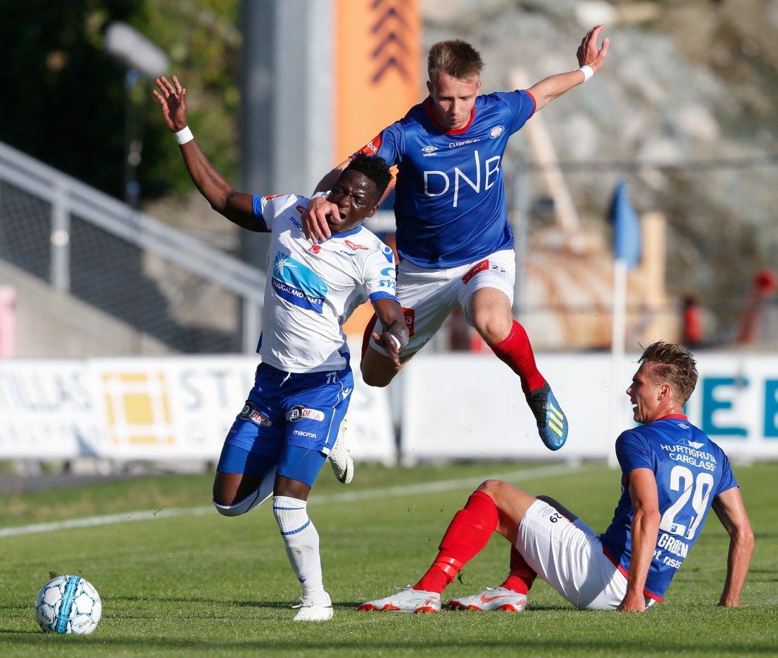 Ivan Näsberg i eliteseriekampen i fotball mellom FK Haugesund og Vålerenga. Foto: Kåre Ness / NTB scanpix