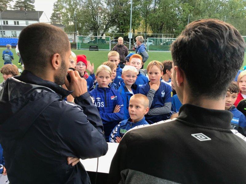 "Amin Nouri med flere kontroversielle dommeravgjørelser i tirsdagens storkamp på ""Niffen"" (Foto: VIF Media)"