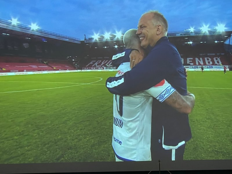 Jeg er glad i deg, sa Fagermo etter at Dønnum scora to på Brann stadion (Skjermdump)
