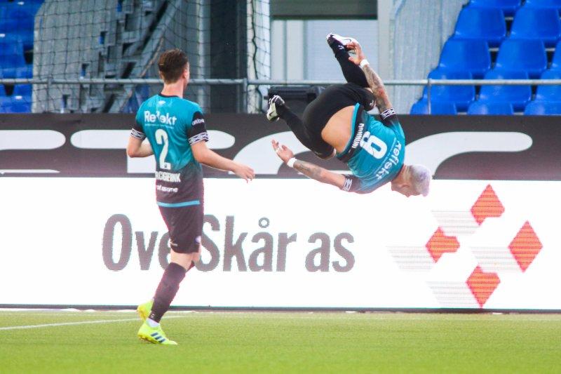 Aron Dønnum jubler etter årets første nettkjenning (Foto: Christoffer Andersen / NTB scanpix)