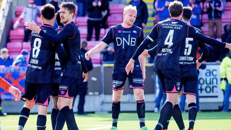 Vålerenga-gutta jubla for tre poeng på Alfheim lørdag kveld (Foto: Digitalsport)