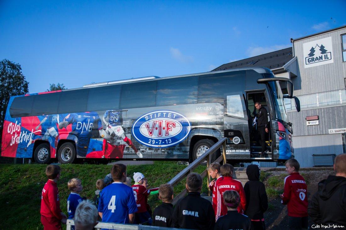 Vålerenga buss Unibuss Engaland Hadeland_cato