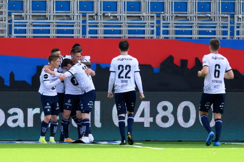 Kristiansund jubler for kampens andre scoring (Foto: Morten Mitchell Larød / SPORTFOTO)
