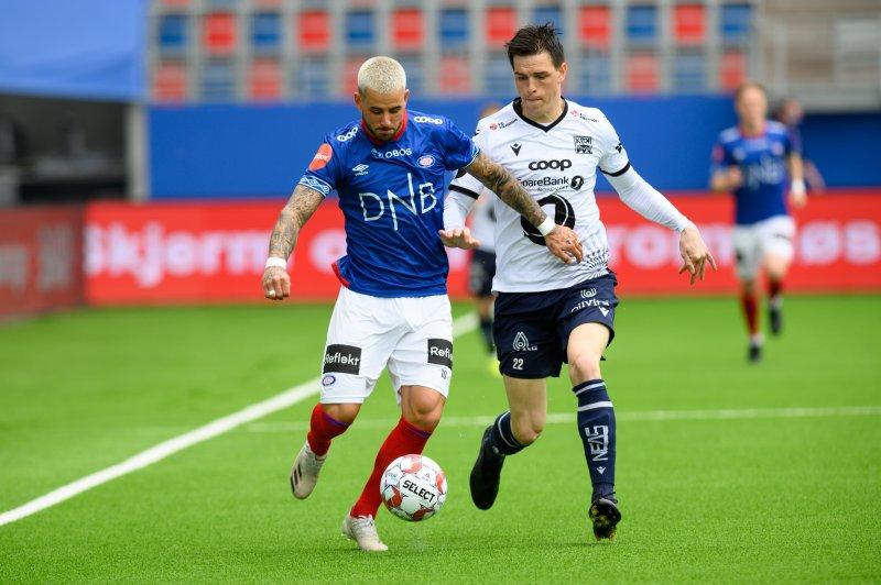 Dønnum og resten av Vålerenga-spillerne sleit med å finne rytmen i angrepsspillet før pause (Foto: Morten Mitchell Larød / SPORTFOTO)
