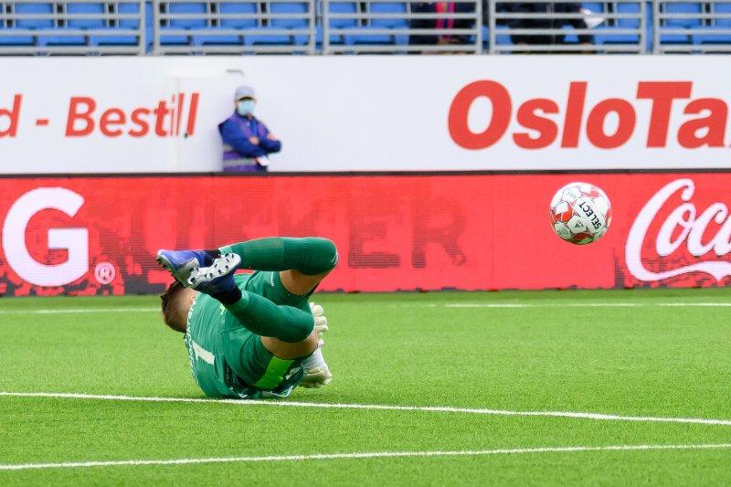 Kjetil Haug opererte som en levende vegg mot KAA Gent (Foto: Morten Mitchell Larød / SPORTFOTO)