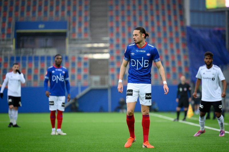 Amor Layouni scora sitt første elitseriemål for Vålerenga borte mot Molde. Her fra premieren mot RBK (Foto: Morten Mitchell Larød / SPORTFOTO)