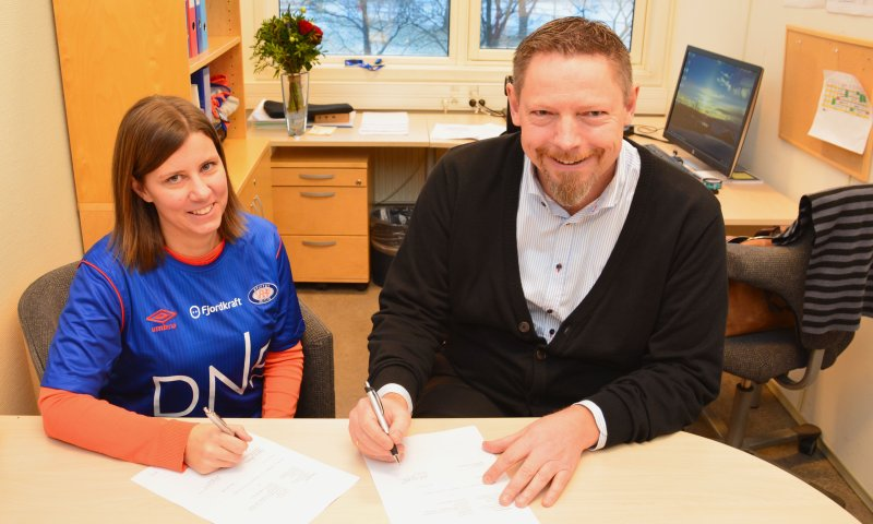 Ingeborg Cecilie Morken og Erik Espeseth signerte avtalen på Valle mandag.