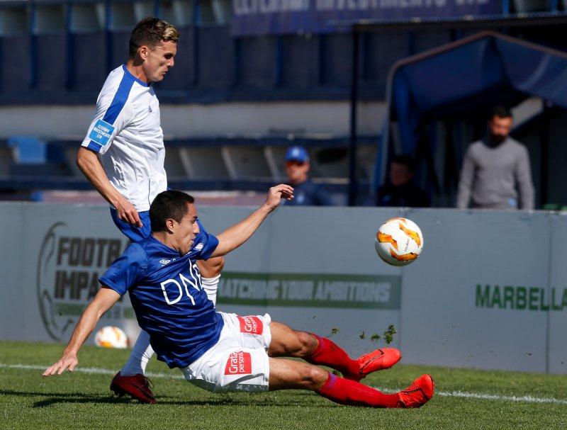 Efrain Juarez i duell i treningskampen mot FC Dinamo Kiev Stadium Marbella (Foto: Jan Kåre Ness / NTB scanpix)
