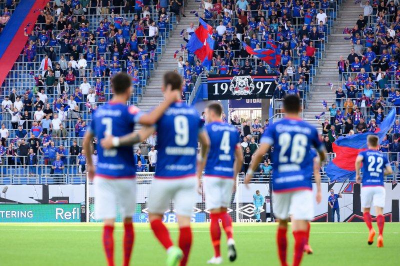 Østblokka i ekstase etter Kjartanssons 1-0-scoring (Foto: Morten Mitchell Larød / SPORTFOTO)