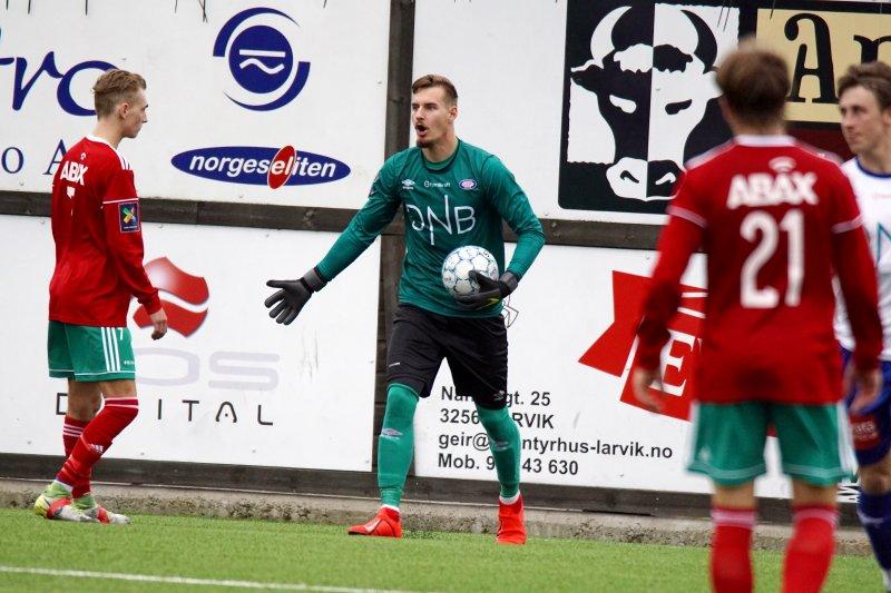 Kjetil Haug måtte hente hele seks baller ut av nettet i bortemøtet med Brattvåg mandag kveld.