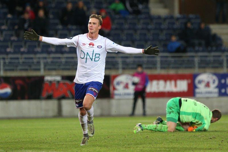 Magnus Retsius Grødem feirer sin første scoring i Vålerenga-drakta (Foto: Digitalsport)