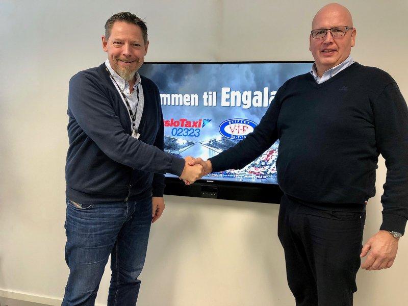 Daglig leder i VFE, Erik Espeseth og styreleder i Oslo Taxi, Kenneth Holm er strålende fornøyd med den nye avtalen (Foto: VIF Media)