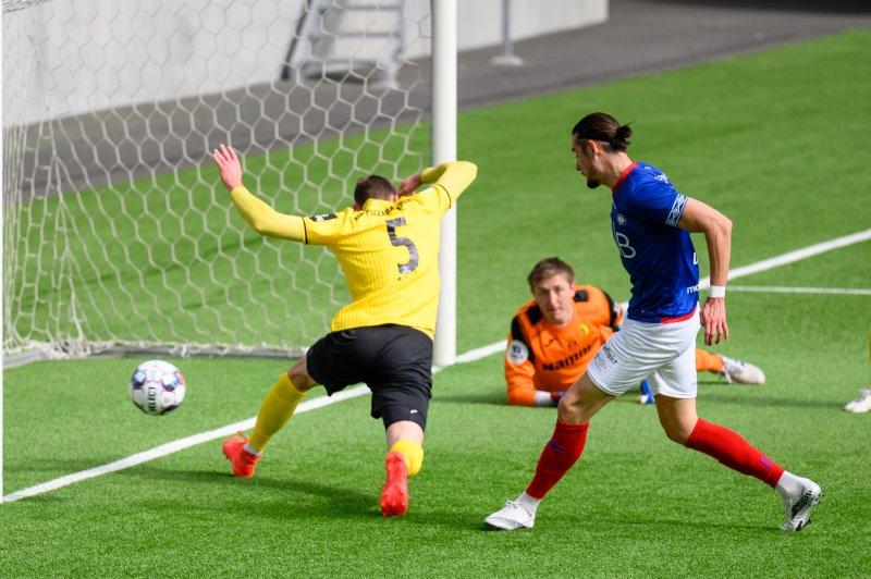 Amor Layouni sender Vålerenga i ledelsen 2-1 (Foto: Morten Mitchell Larød / SPORTFOTO)