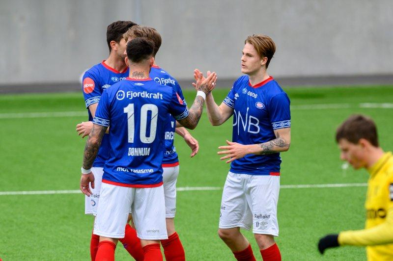 Tobias Christensen scora sitt første for Vålerenga i treningskampen mot Raufoss (Foto: Morten Mitchell Larød / SPORTFOTO)