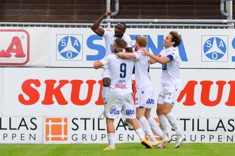 FKH-spillerne jubler etter å ha tatt ledelsen (Foto: Morten Mitchell Larød / SPORTFOTO)