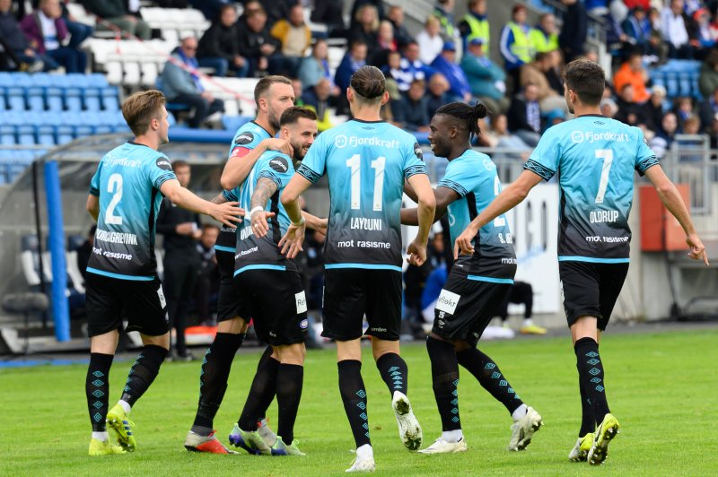 Aron Dønnum var sikker fra ellevemeteren, men det holdt ikke for Vålerenga mot FKH (Foto: Morten Mitchell Larød / SPORTFOTO)