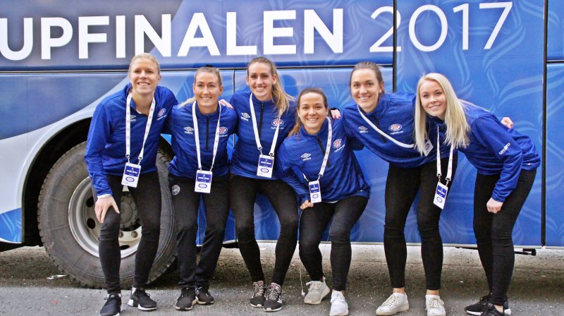 Vålerenga-jenter klare for klubbens første cupfinale (Foto: Kenneth Berger)
