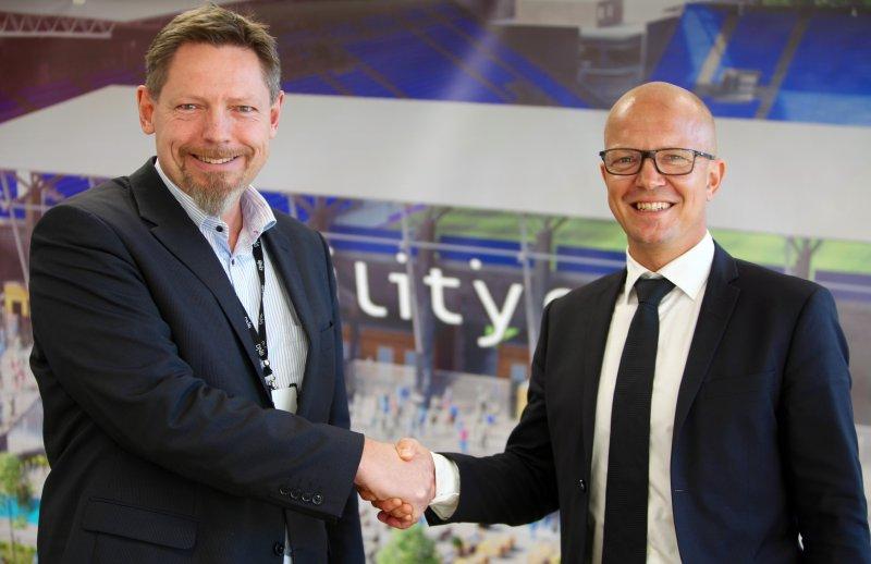 Daglig leder i Vålerenga Fotball Elite, Erik Espeseth og administrerende direktør i Intility, Andreas Hisdal (Foto: VIF Media)