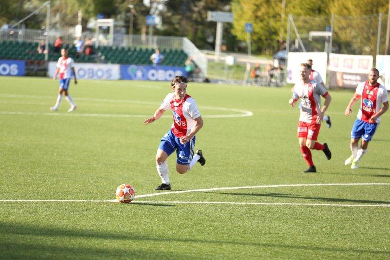 Lars Olden Larsen herjer for KFUM I Obos-ligaen (Foto: Guttorm Lende)