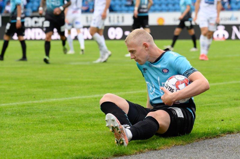 Henrik Bjørdal hadde en stor sjanse like etter pause, men metallet sto i veien (Morten Mitchell Larød / SPORTFOTO)