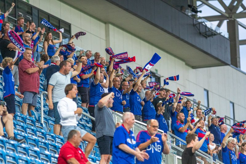 Vilhjalmsson lot seg imponere av publikummet på Intility Arena (Foto: Pedro Lemos)