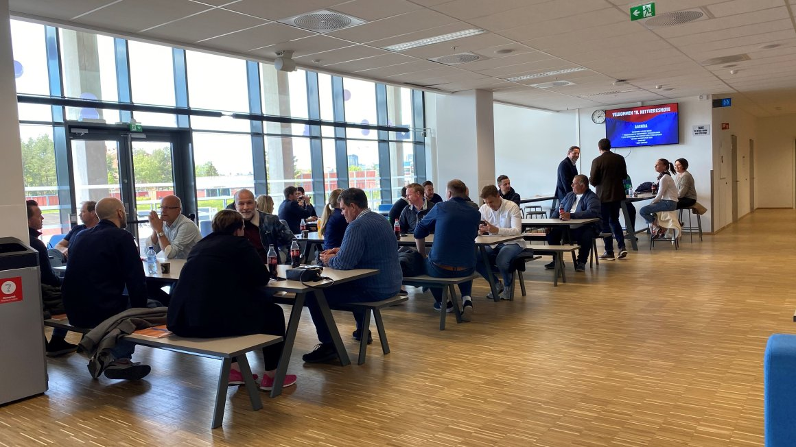 Nettverksmøte i kantina på Intility Arena