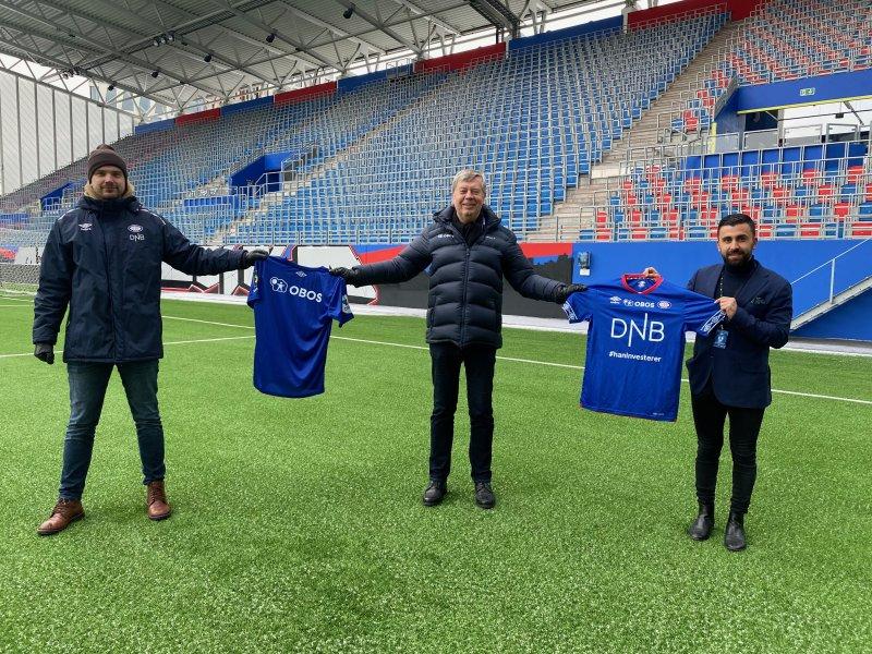 Sammen for Oslo-fotballen foran Østblokka! Fra venstre: Jens August Dalsegg, Åge Pettersen og Mehran Amundsen-Ansari (Foto: VIF Media)