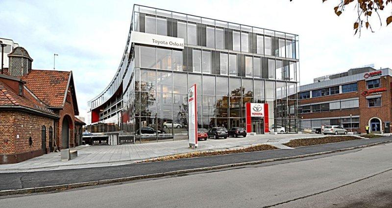 Toyota Oslo, avdeling Økern ligger et godt steinkast unna Intility Arena i store, flotte lokaler (Foto: Toyota)