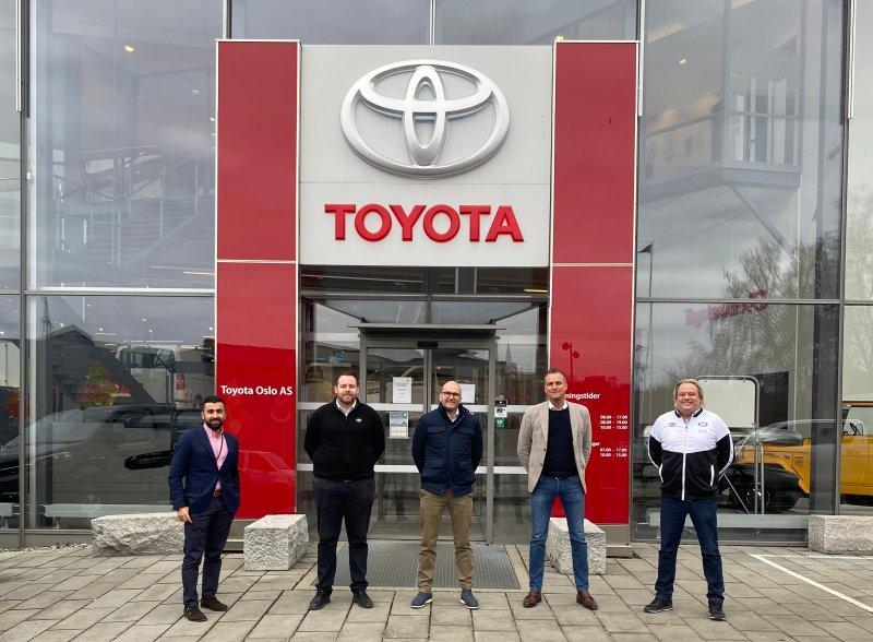 Fra venstre: Salgssjef Vålerenga, Mehran Amundsen-Ansari, salgskonsulent Toyota Oslo, Kåre André Marthinsen, salgsdirektør Toyota Økern, Niklas Graff-Sponheim, salgssjef Toyota Skøyen, Espen Dypbdal, salgssjef Vålerenga, Glenn Jensen.